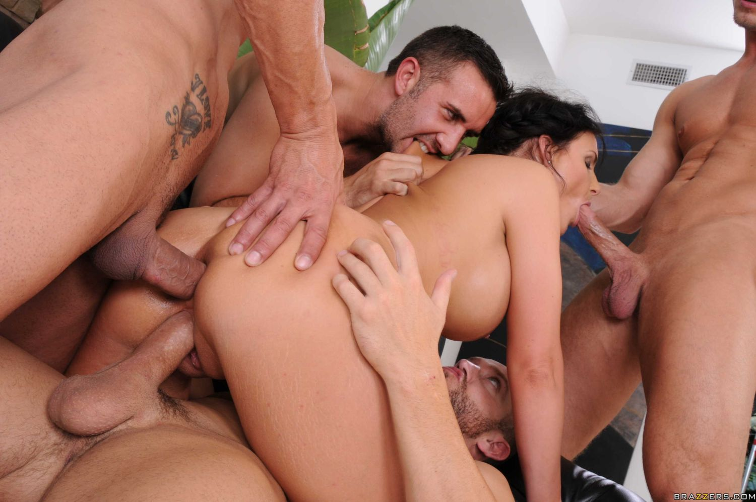 smotret-video-seks-vtroem-anal