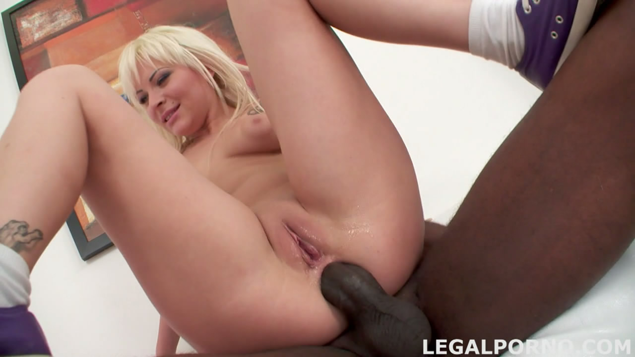 ebony giantess spanks
