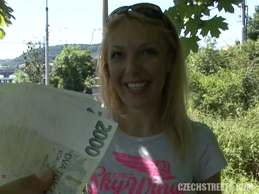 Чешские девушки за деньги на улице видео
