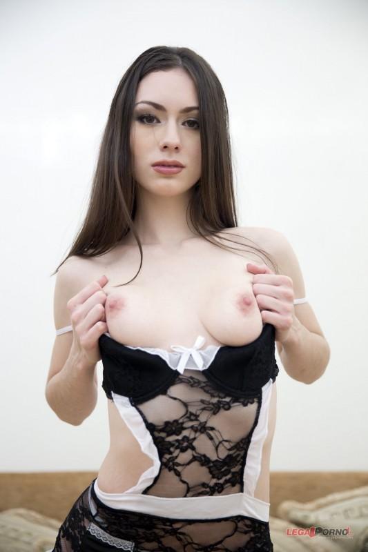 devushki-bez-trusikov-masturbiruyut